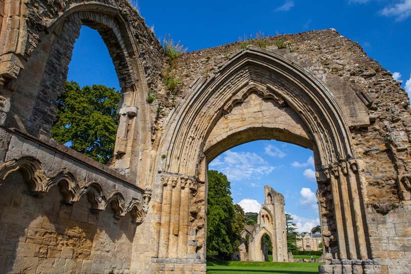 Rovine dell'antica abazia di Glastonbury Tor
