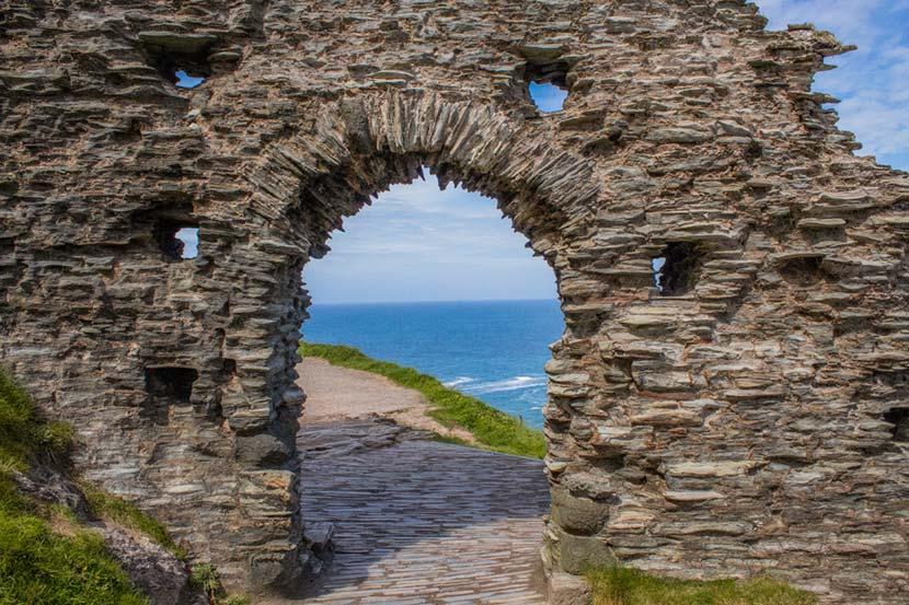 Il Castello di Tintagel affacciato sull'Oceano Altlantico