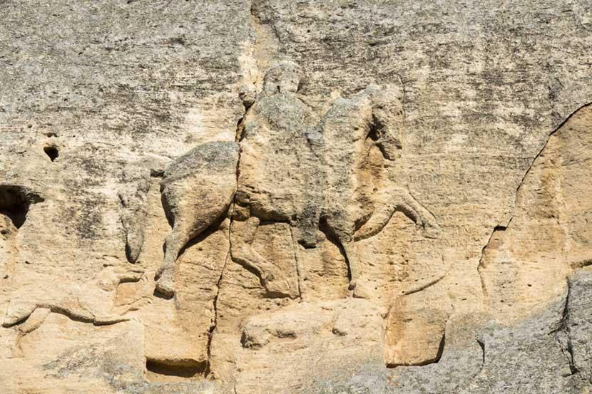 Cavaliere nella roccia a Madara in Bulgaria