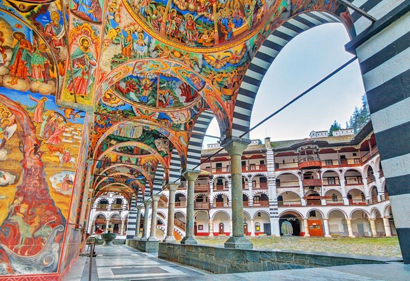 Magnifici affreschi al Monastero di Rila in Bulgaria