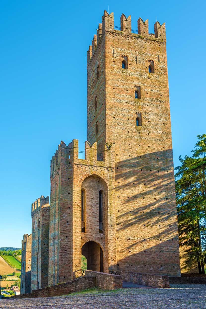 Il mastio alto 42 metri della Rocca Viscontea di Castell'Arquato