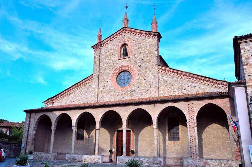Facciata dell'Abbazia di San Colombano