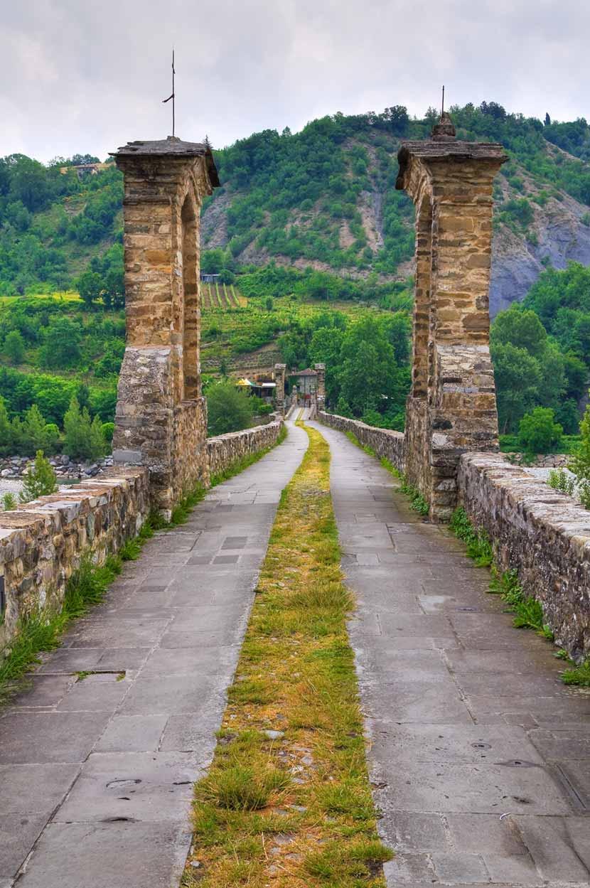 Accesso al Ponte Gobbo di Bobbio