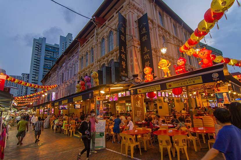 Chinatown di notte a Singapore