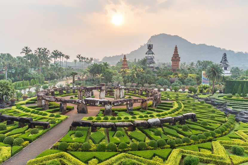 Gli spettacolari giardini di Nong Nooch a Laem Chabang