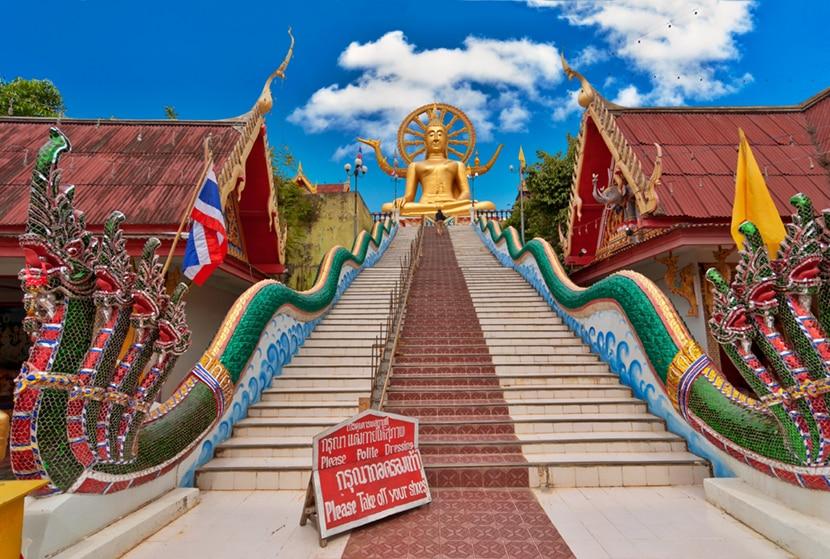 Scalinata al Tempio del Grande budda a Koh Samui